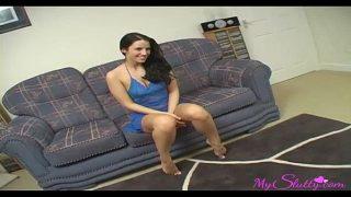 Женщины с миленькими кисками ласкаются голенькие в кроватки и рыдают